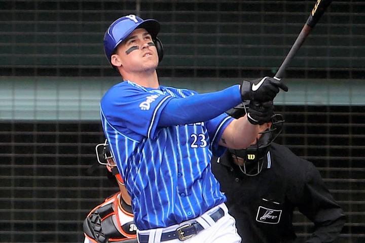 DeNAのオースティンが2本塁打!2番で起用したラミレス監督の期待に結果で応えた。写真:日刊スポーツ/朝日新聞社