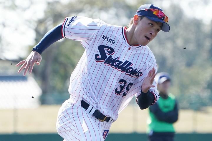 宮本は大学通算106安打を放ちベストナイン6度、首位打者3度を獲得したヒットメーカーだが、プロではまだ実績を残せていない。写真:日刊スポーツ/朝日新聞社