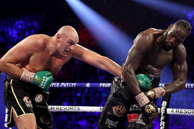 ワイルダー(右)に文字通りの完勝を収めたフューリー(左)への賛辞が止まらない。 (C) Getty Images