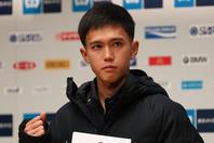 """東京マラソンでは、自身の記録を更新し、日本人トップの4位でフィニッシュした大迫。同大会16位で終えた設楽との""""同世代2ショット""""を公開した。(C)Getty Images"""