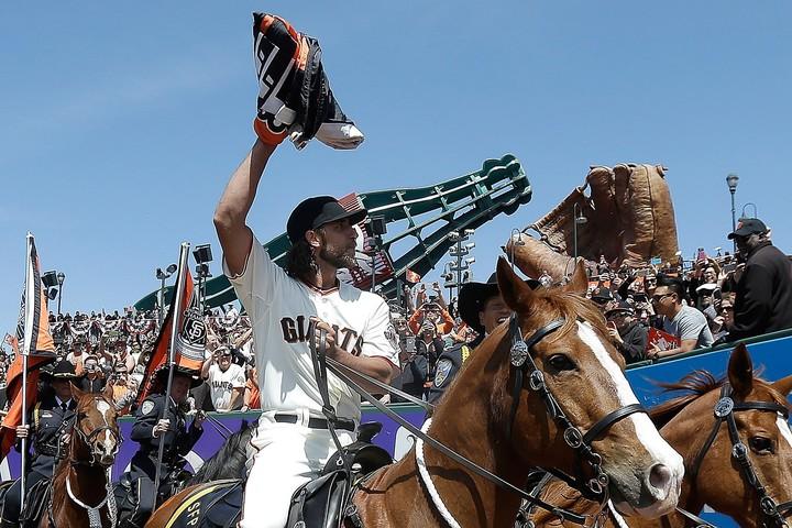 2014年のホーム開幕戦で行われたセレモニーで馬に乗るバムガーナー。しかし、ロデオの大会に出ていることは、これまであまり知られていなかった。 (C)Getty Images