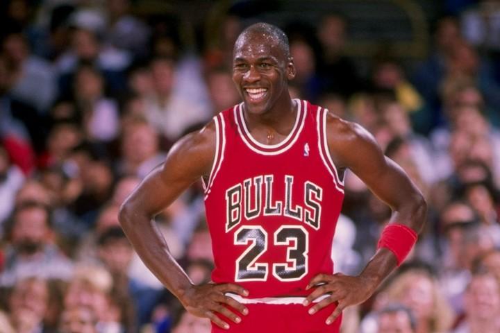 23番をバスケットのエースナンバーに昇華させたジョーダン。同番号を選んだ理由は、45番の兄の半分より少しでも上手くなりたいという思いからだった。(C)Getty Images