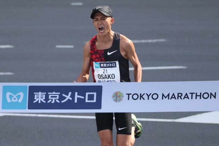 日本記録を更新し東京五輪を内定させた大迫傑が、レジェンドから祝福されている様子を公開。(C)Getty Images