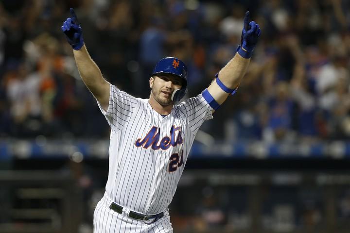 メジャー1年目でルーキー新記録の53本塁打を放ったアロンゾ。明るい性格でも人気を集めている。(C)Getty Images