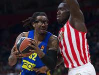 """NBAでの活躍を経て、現在はイスラエルでプレーを続けるアマレ。""""第2の故郷""""でも人気は健在だ。(C)Getty Images"""