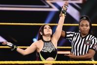 膝の靭帯損傷からわずか2か月でリングへの復帰を果たした紫雷イオ。(C)2020 WWE, Inc. All Rights Reserved.