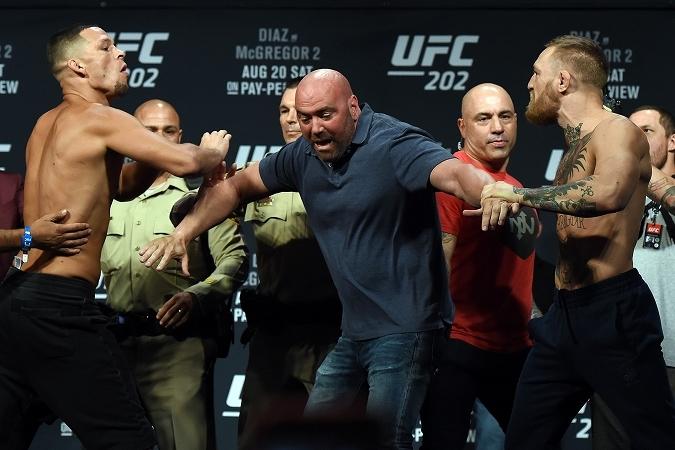 ファンが最も話題としたのは、N・ディアス(左)とマクレガー(右)の白熱したシーンだった。 (C) Getty Images
