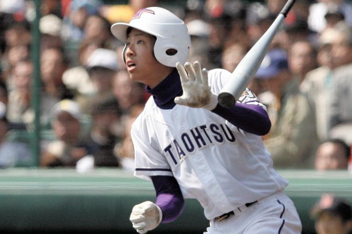石川はその後、明治大、JX-ENEOSを経て現在は中日に在籍。昨年はウエスタン・リーグの首位打者に輝いた。(写真)朝日新聞社