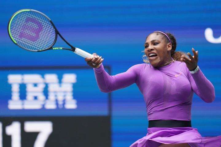 セレナ・ウィリアムズはパワー系選手だが、スピンをかけてコートに収めるため、104平方インチと大きめのサイズを長く愛用している。写真:山崎賢人(THE DIGEST写真部)