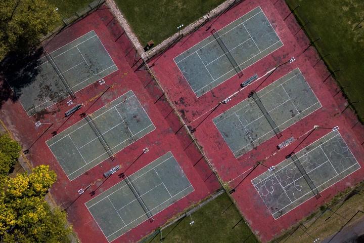 新型コロナ感染を防ぐための外出禁止で、海外ではテニスコートで練習できない状態が続いている。(C)Getty Images
