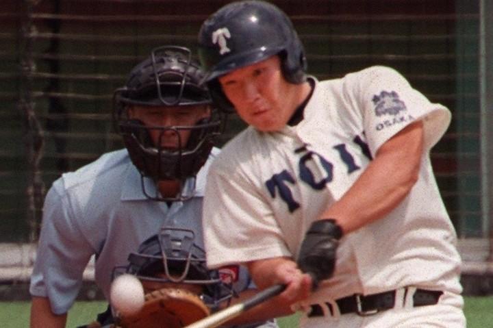 中村は当時史上最多タイの高校通算83本塁打を記録するなど、大阪桐蔭時代から卓越したスラッガーだった。写真:朝日新聞社