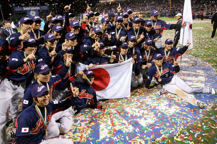 劇的な形で頂点に立った日本。低迷気味だったプロ野球人気が盛り返すきっかけにもなった。(C)Getty Images
