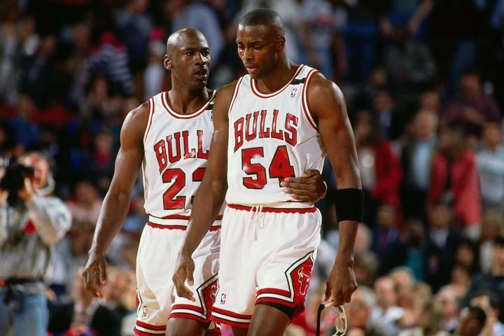 ジョーダン(左)を支えブルズの最初の3連覇に貢献したグラント(右)。しかし、本人は心のどこかで主役となることを望んでいた。(C)Getty Images