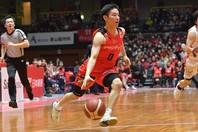 スーパー高校生として活躍した、河村勇輝が「ベスト5ルーキーズ」に選出された。(C)B.LEAGUE