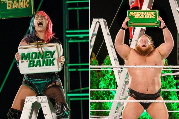 MITBはアスカ(左)とオーティス(右)が獲得した。(C)2020 WWE,Inc. All Rights Reserved.
