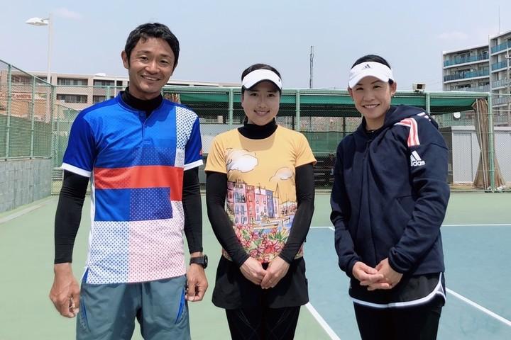 世界で戦ってきた経験値を還元すべく『Ai Love All Tennis Academy』を立ち上げた中村藍子さん(写真左から、古賀公仁男氏、今西美晴選手、中村さん)。写真:内田暁
