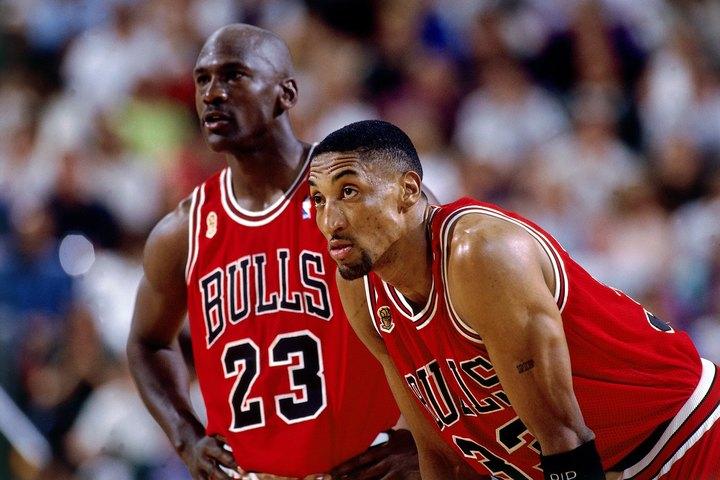 歴代最強デュオとの呼び声高いジョーダン(左)&ピッペン(右)。しかし栄光を手にするまでの道のりは、決して平坦ではなかった。(C)Getty Images