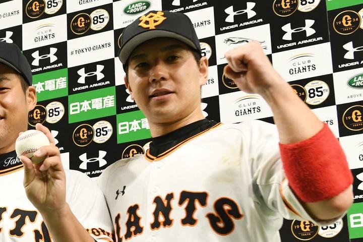 プロ野球選手会の第9代会長である炭谷の呼びかけで、『コロナ基金』への支援が実現した。写真:朝日新聞社