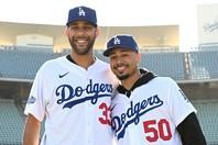 """プライス(左)はまだドジャースの選手として一度もプレーしていないが、身銭を切ってマイナー選手を支える""""男気""""を披露。(C)Getty Images"""