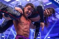 急きょ行なわれたインターコンチネンタル王座決定試合、準決勝の対戦相手を決めるバトルロイヤル。中邑は健闘したが…。(C)2020 WWE,Inc. All Rights Reserved.