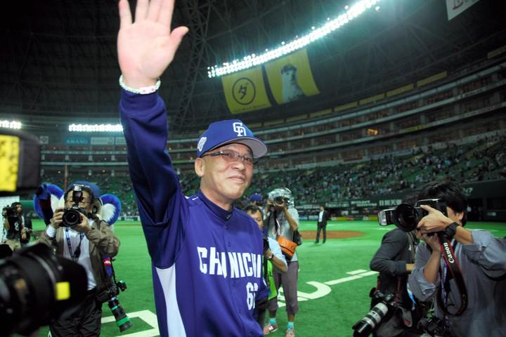 指揮を執った8年間すべてAクラス、リーグ優勝4回と監督としてはプロ野球史上に残る実績を残した落合氏だが……。写真:朝日新聞社