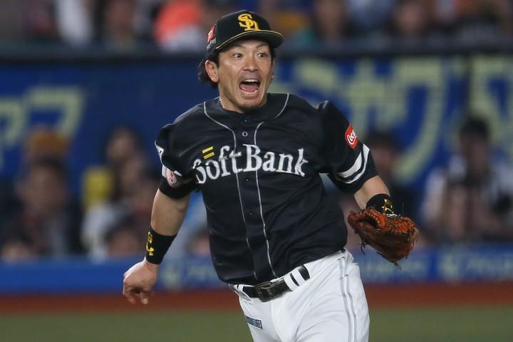 松田らベテランが健在なソフトバンクは、選手層の厚さが他球団を圧倒している。写真:滝川敏之