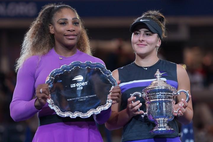 全米オープン初優勝を果たしたアンドレスク(右)と、準優勝のセレナ・ウィリアムズ(左)。写真:山崎賢人(スマッシュ写真部)