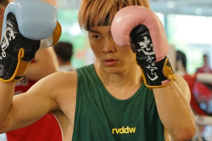7月12日、一般公募し選ばれた笠原友希と戦う那須川がオンライン会見を開いた。
