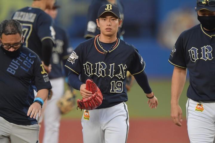 山岡は左内腹斜筋の筋損傷と診断され戦線離脱となった。写真:産経新聞社