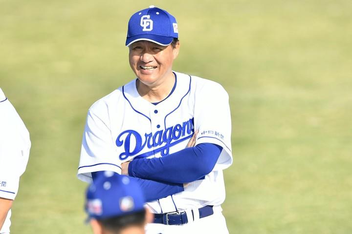 就任2年目の与田監督は試合後、「完全に僕のミス」と語った。写真:金子拓弥(THE DIGEST写真部)