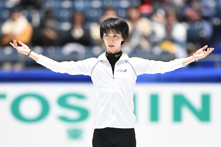 羽生は公式練習でもまばらな客席に向かって深々と頭を下げる姿が印象的。写真は昨年の全日本選手権時。写真:徳原隆元