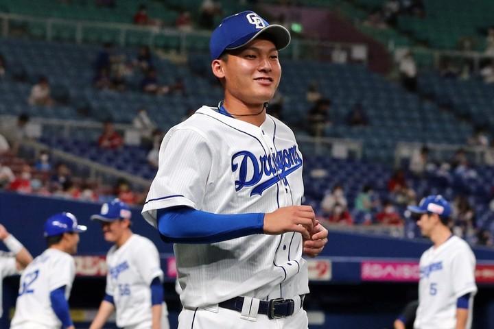 将来の主砲候補として大きな期待を集める石川昂。初打席で放った二塁打にナゴヤドームは沸いた。写真:産経新聞社