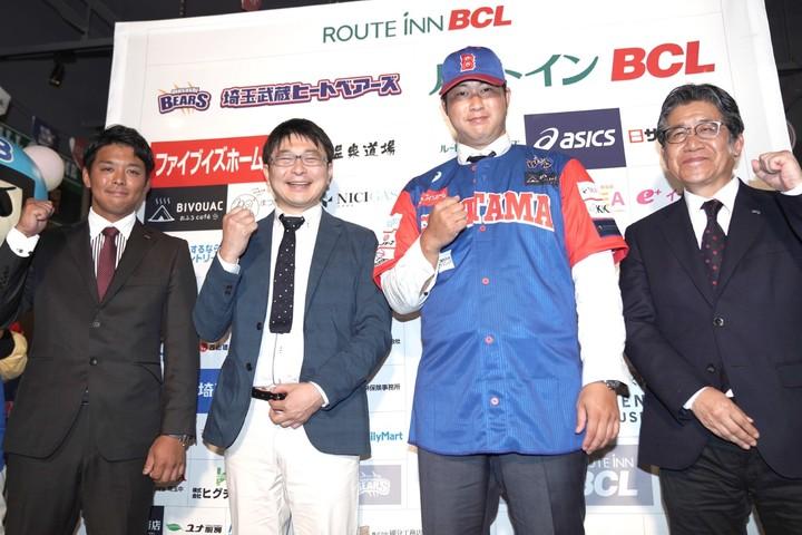 ヒートベアーズは15年からBCリーグに加入した。左端が角監督兼GM、右端が今井球団社長。写真:産経新聞社