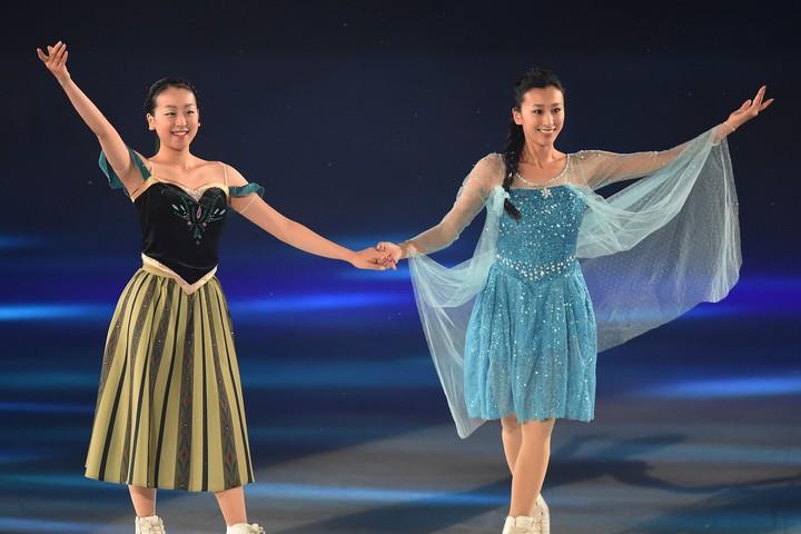 """浅田真央&舞の""""微笑ましい姉妹ショット""""が注目を集めている。(C)Getty Images"""
