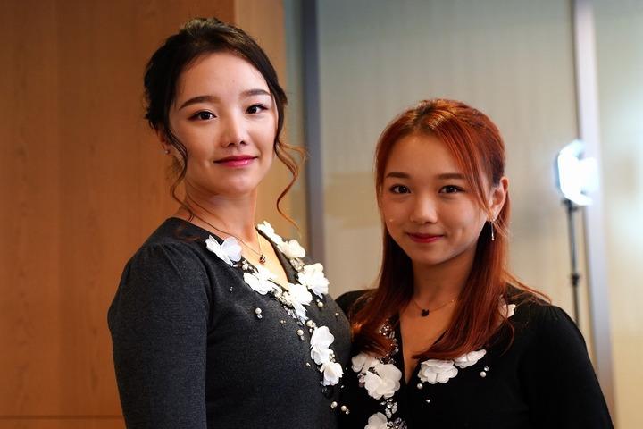 半年ぶりの再会を喜んだセキ姉妹。姉ユウティン(左)の背を追い、妹ユウリ(右)もJLPGAのプロテスト合格を目ざしている。(C)Getty Images