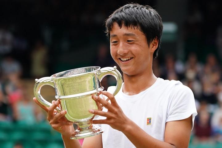 ウインブルドンジュニアに優勝。日本人男子としては初の快挙。写真:茂木あきら(スマッシュ写真部)