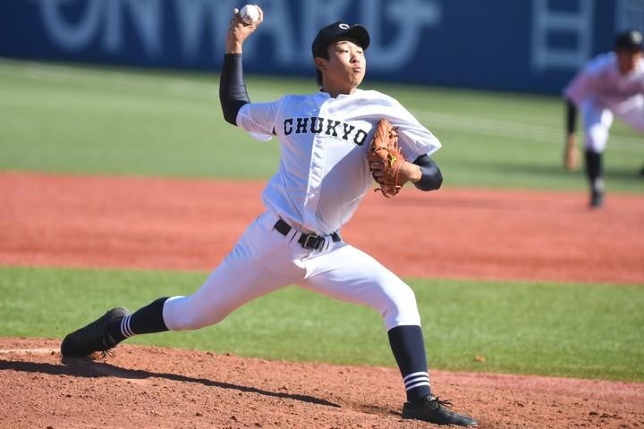 高校球界ナンバーワンの好投手である高橋は3日目に智弁学園と対戦する。写真:徳原隆元