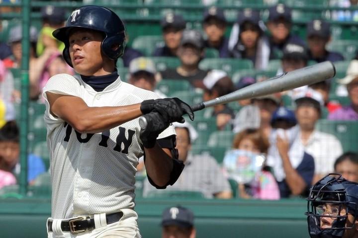 大阪桐蔭時代の浅村は、ほっそりした身体から大きな当たりを放ち、守備でも好プレーを連発するなど見ていて楽しい選手だった。写真:産経新聞社