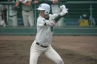 身長2mの秋広は投手としても評価を集めるが、打者としての潜在能力も高い。写真:西尾典文