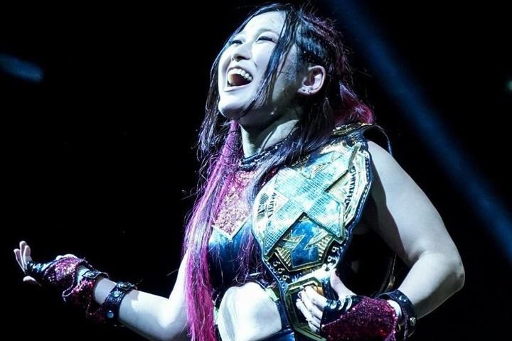 因縁のダコタ・カイとの戦いを制し、NXT女子王者の防衛に成功した紫雷イオ。(C)2020 WWE,Inc. All Rights Reserved.