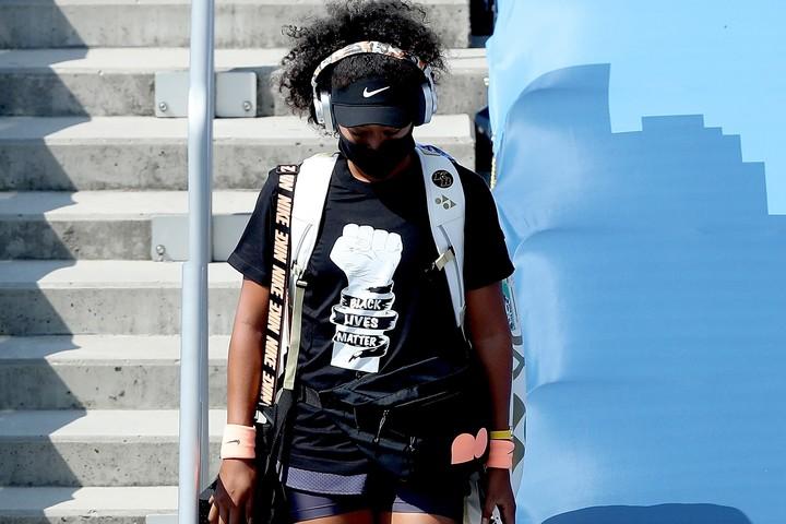 「BLACK LIVES MATTER」のTシャツを着てコートに現れた大坂なおみ。(C)Getty Images