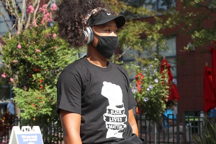 「BLACK LIVES MATTER」と書かれたTシャツを着ることでも人種差別について抗議する姿勢を示した大坂なおみ(C)Getty Images