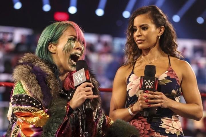 次の挑戦者に関してインタビューを受けたアスカ。(C)2020 WWE,Inc. All Rights Reserved.