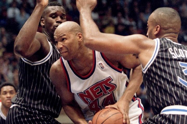 """コールマン(右)はルーキー時代のシャック(左)の上から豪快なダンクを叩き込み、""""NBAの洗礼""""を浴びせた。(C)REUTERS/AFLO"""