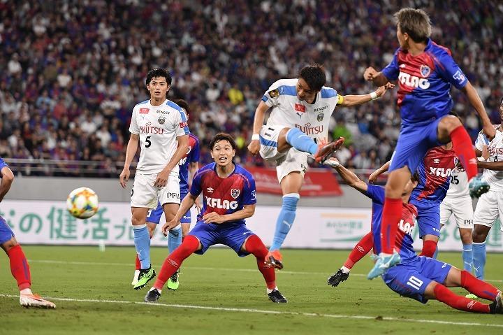 """7月14日に行なわれた""""多摩川クラシコ""""は小林悠のヘッド弾などで川崎が完勝。ただ、FC東京の戦いぶりにも好感が持てたという。(C)SOCCER DIGEST"""