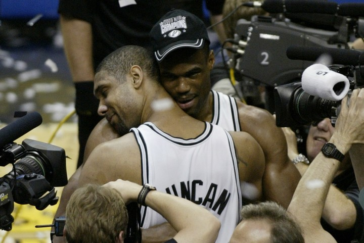 2003年に2度目のNBA制覇を果たしたスパーズ。ロビンソン&ダンカンのデュオは最高のエンディングで幕を閉じた。(C)Getty Images