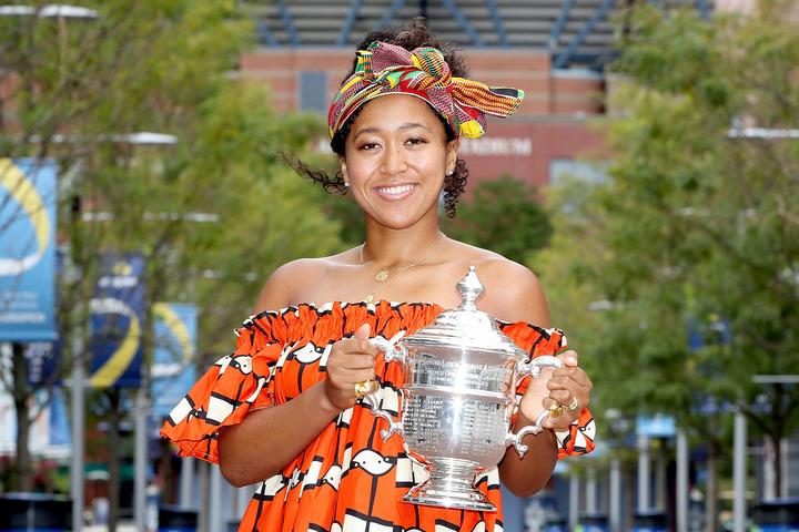 2度目の全米オープン優勝を果たした翌朝、ドレスアップしてフォトセッションに応じる大坂。(C)Getty Images