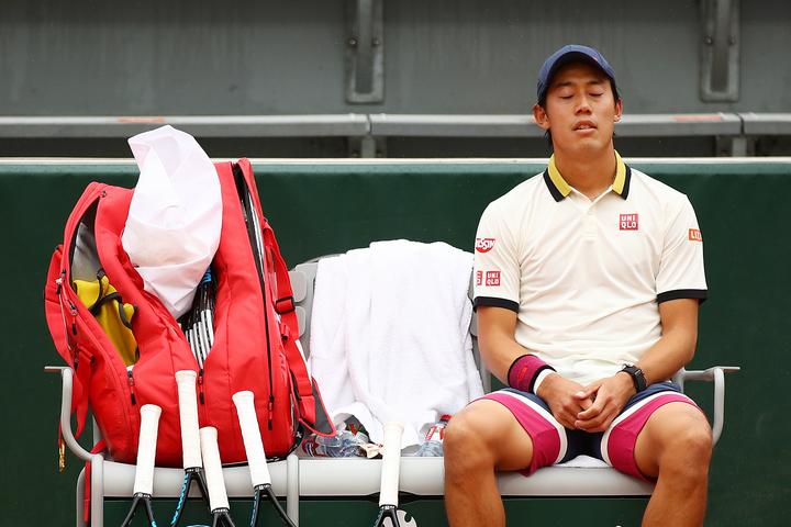 試合後には、ベンチでホッと一安心する姿が印象的だった錦織。(C)Getty Images