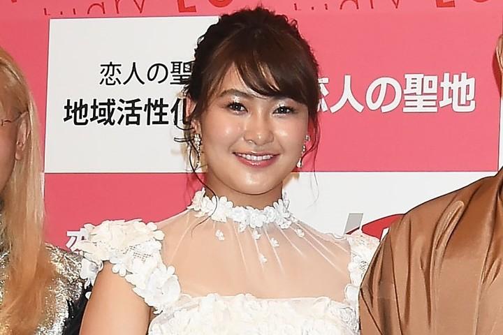 村上さんの真っ白なドレス姿の投稿には、「一瞬ウエディングかと思いビビりましたw」などとコメントが付いた。(C)Getty Images