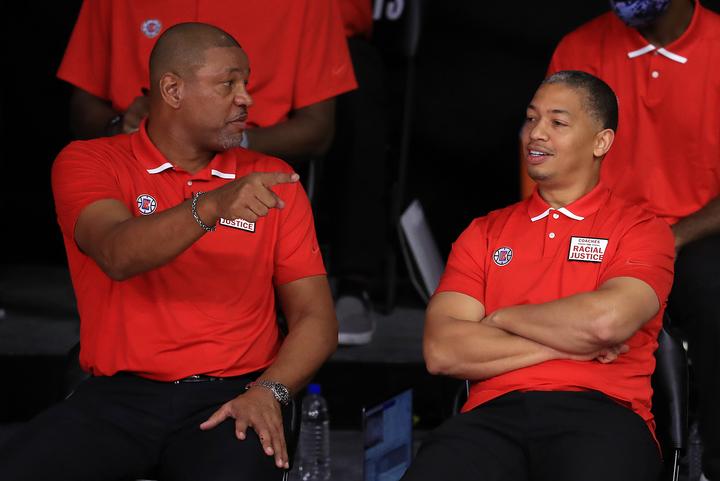今季はクリッパーズでACを務めていたルー(右)は、ドック・リバース(左)の退団によってHCに昇格した。(C)Getty Images